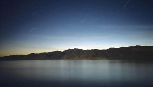 Pyramid_Lake_at_Night_2004.jpg